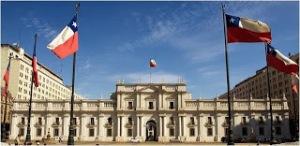 Palacio Presidencial de La Moneda en Santiago de Chile sobre el paralelo 33.